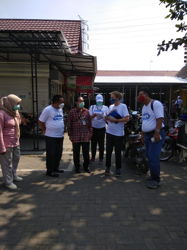 Kunjungan Direktur SNV Netherlands Development Organisation Ismene Stalpers di Pasar Niten